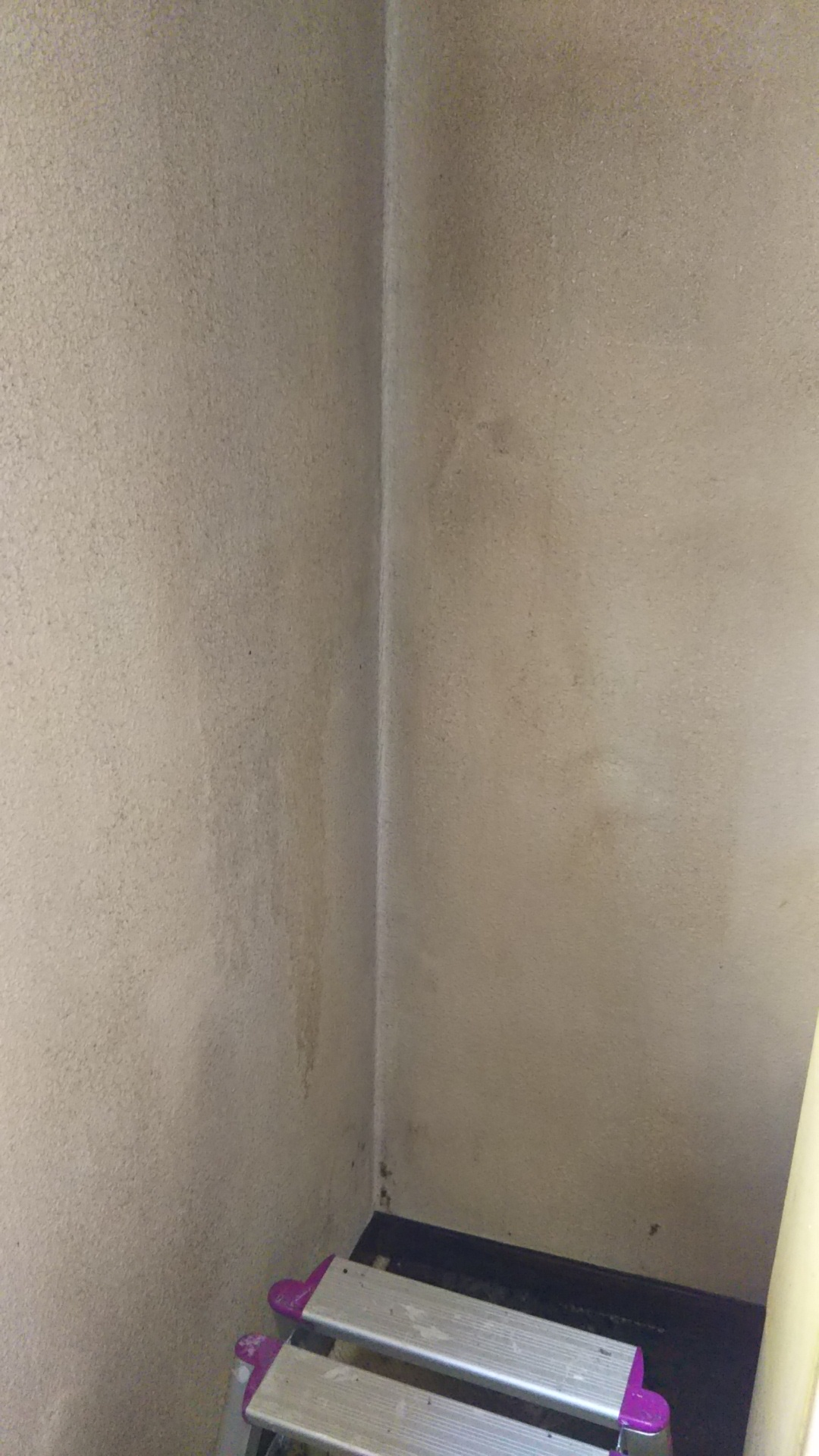 壁紙染色 キッチンの油汚れ 冷蔵庫の後ろの黒ずみ ビフォーアフター 川口市 おそうじ本舗川口末広店